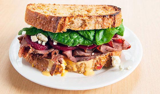 Бутерброд с жареной говядиной