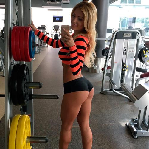 Девушка в тренажерном зале